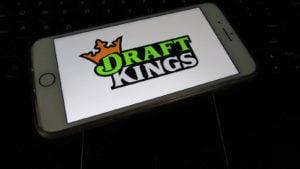 Logo DraftKings (DKNG) sur un téléphone