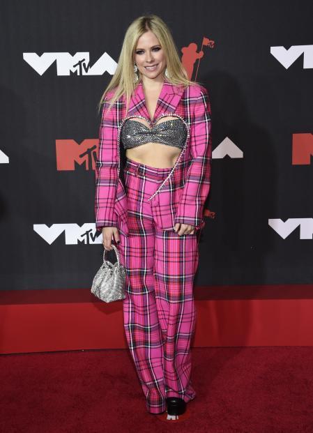 Avril Lavigne at the MTV VMAs red carpet