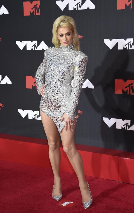 Paris Hilton at the MTV VMAs red carpet
