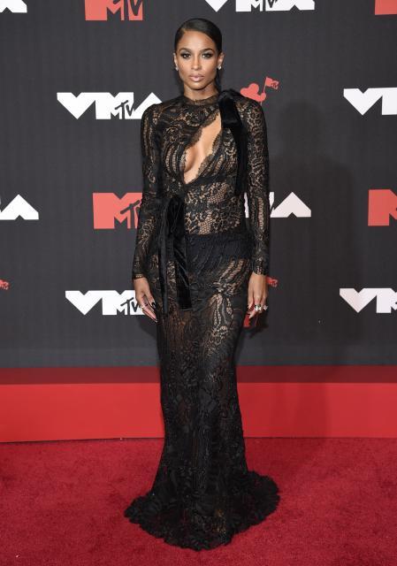 Ciara at the MTV VMAs red carpet