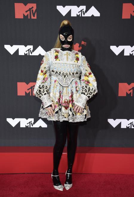 Kim Petras at the MTV VMAs red carpet