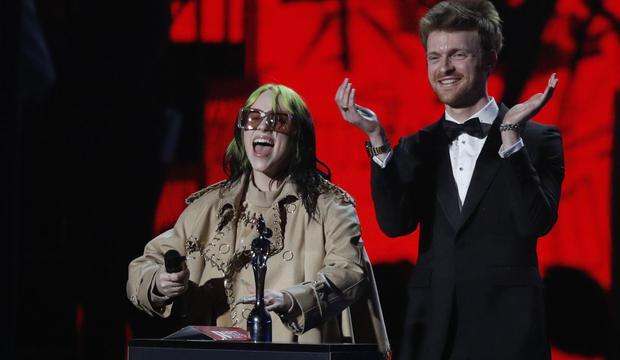 Billie Eilish is always a favorite for the awards show. (Photo: Adrian Dennis / AFP) /