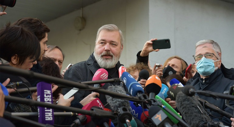1634696526 Nobel laureate Dmitry Muratov will not keep a single penny