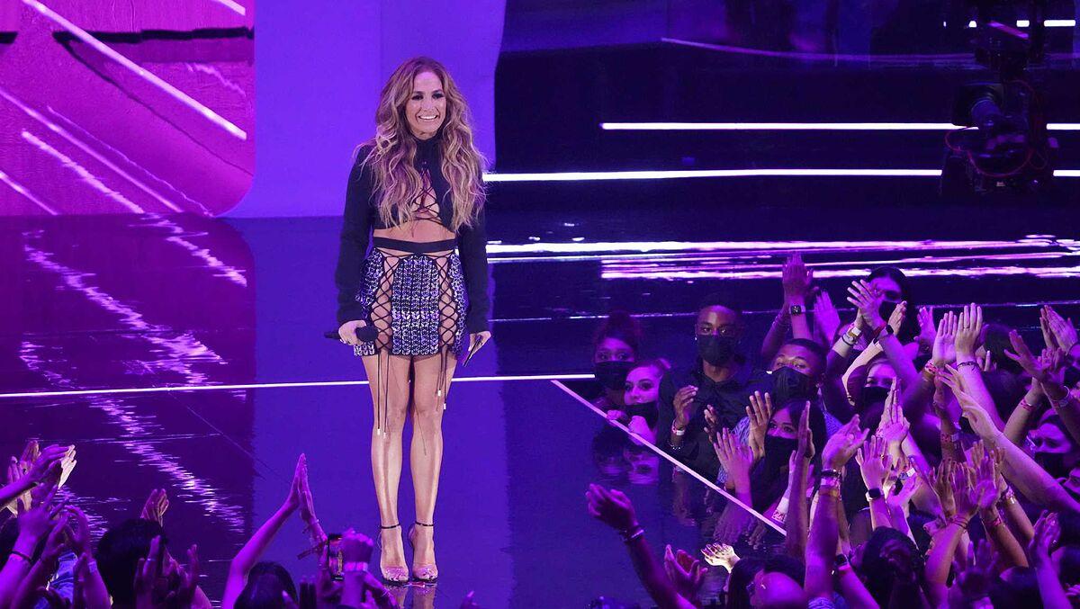 Justin Bieber triumphs at the MTV VMA awards and makes
