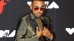 "The ""Latin power"", happy to meet again at the VMA awards"